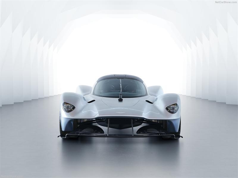 Гибридный Aston Martin с приводом на все колеса
