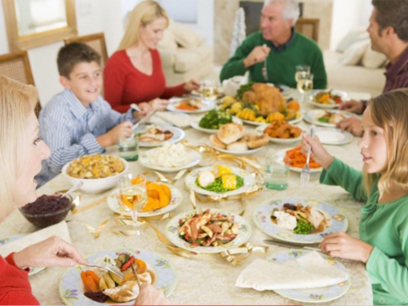 Праздничное застолье: как сохранить талию